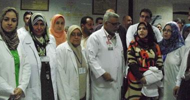 صورة وقفة احتجاجية لأطباء مستشفى أطفال الزقازيق لعدم تعيين نواب لهم