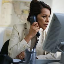 سيدة-تتحدث-فى-الهاتف