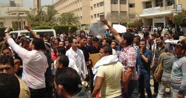 تظاهر طلاب المدينة الجامعية بالزقازيق للمطالبة بمعاقبة مسئولى التسمم