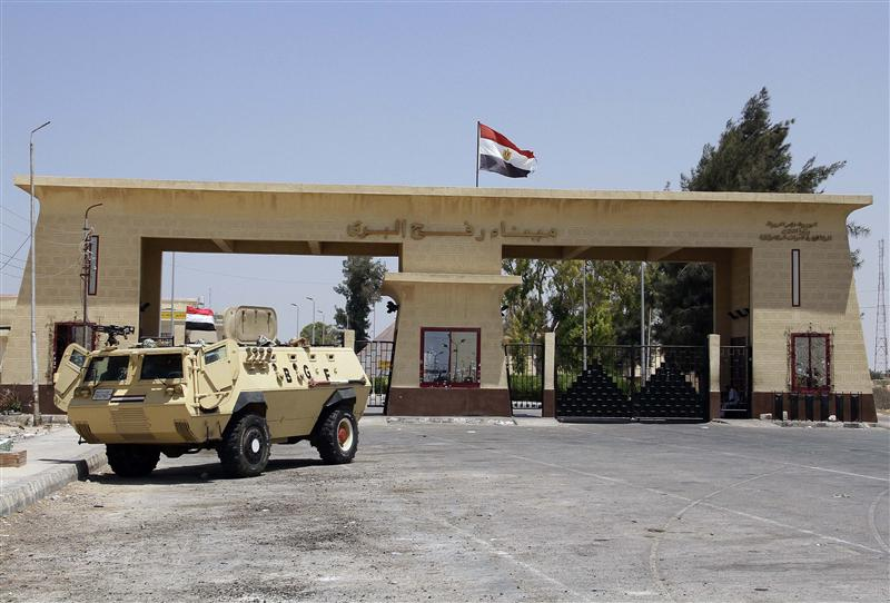 Egyptian soldiers stand guard at the Rafah border crossing between Egypt and Gaza after Egypt closed the crossing following the deadly attack on its soldiers on Sunday