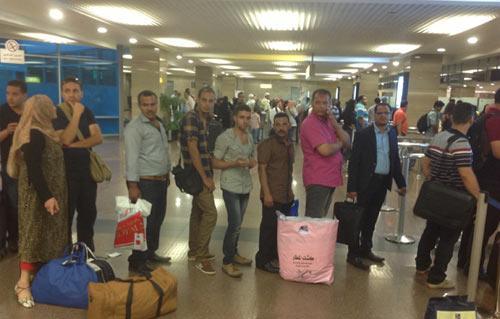 """صورة """"مقلب فيسبوكي"""" لدنماركية في القاهرة.. دعاها صديقها المصري وتركها في المطار لمدة ثلاثة أيام"""