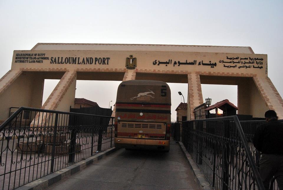 صورة عودة 204 مصرياً من ليبيا عبر منفذ السلوم