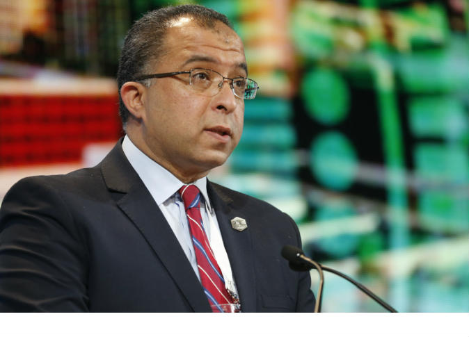 صورة وزير التخطيط يناشد وسائل الاعلام تحري الدقة في نقل تصريحاته