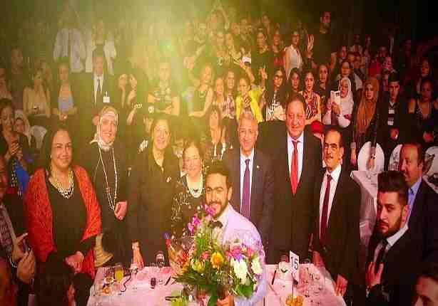 صورة سفير مصر بألمانيا لتامر حسني: شرفت بلدك
