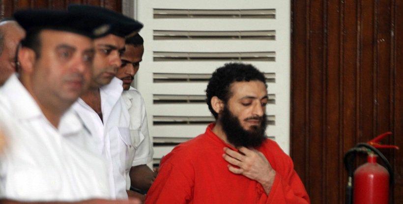 صورة جنايات الزقازيق تسمح لـ«عادل حبارة» بالحديث مع والدته قبل بدء جلسة محاكمته