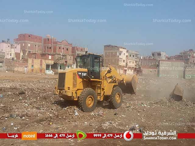 صورة بالصور .. رئيس مجلس مدينة صان الحجر يتابع اعمال رفع القمامة والإشغالات بالمدينة