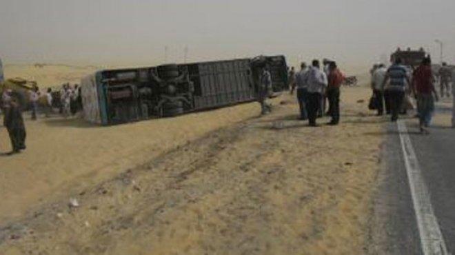 صورة إصابة 8 أشخاص في حادث انقلاب أتوبيس بالعاشر من رمضان