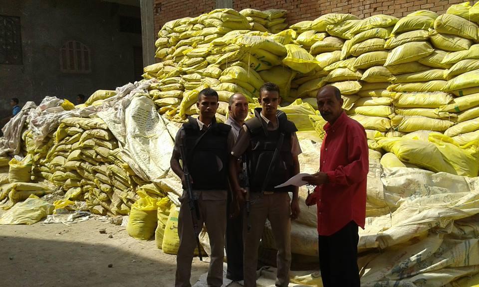 صورة ضبط مخزن أسمدة وأعلاف يعملان دون ترخيص من الزارعة بمنيا القمح