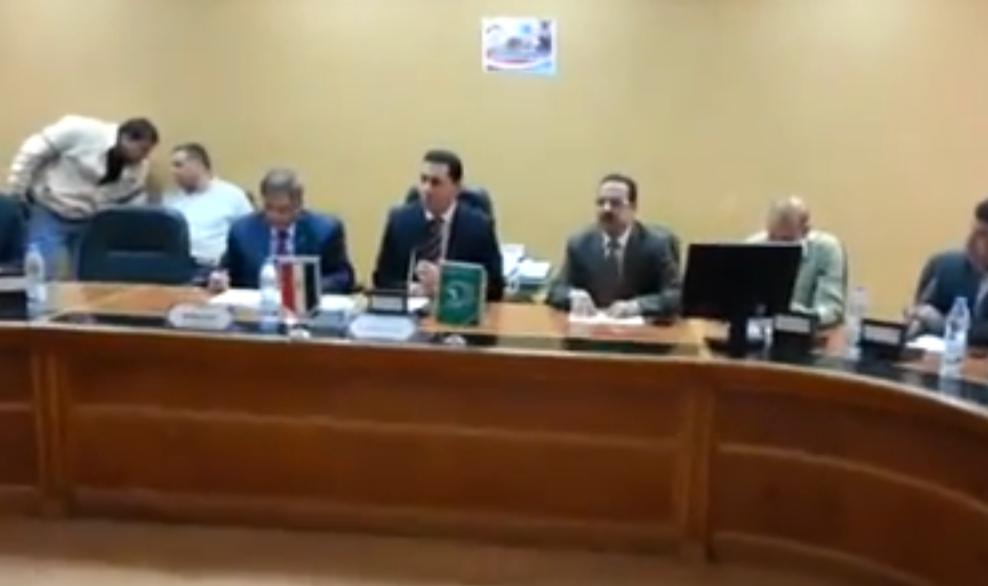 صورة بالفيديو .. محافظ الشرقية يستمع لشكاوى ومطالب المواطنين