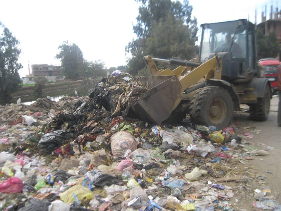 صورة رئاسة منيا القمح تشن حملة نظافة بمدخل قرية ميت بشار