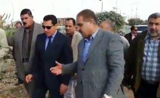 صورة محافظ الشرقية يتفقد طريق أبو الأخضر العصلوجي بالزقازيق