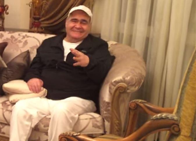 صورة بعد غيابه لسنوات بسبب المرض .. سيد زيان يغني في منزله