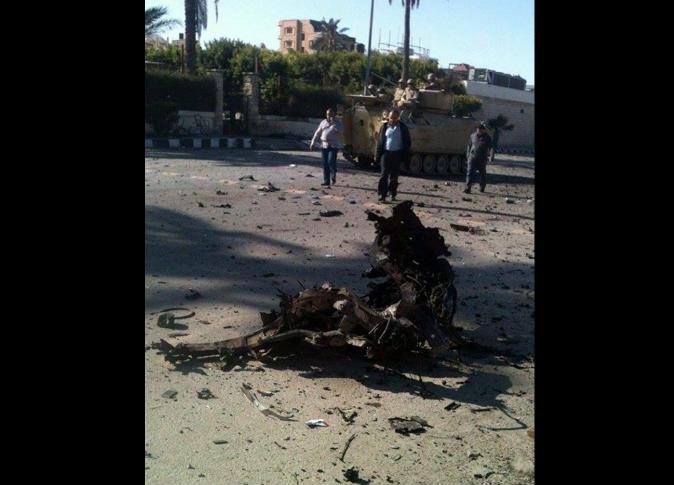 صورة وزير العدل : صرف مليون جنيه لأسرة شهيدى حادث انفجار العريش