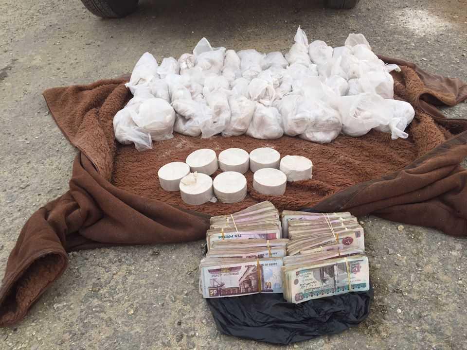 صورة ضبط 40 كيس من المواد المتفجرة و 2 مليون قرص «ترامادول و تامول»