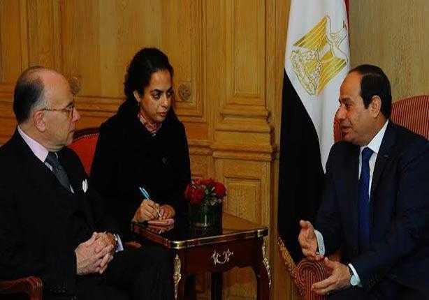 صورة بعد الاعتداء على أحمد موسى.. وزير داخلية فرنسا للسيسي: سنطبق القانون