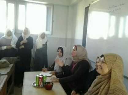 صورة مجمع إعلام الزقازيق يعقد ندوة بمعهد فتايات القطايع بديرب نجم