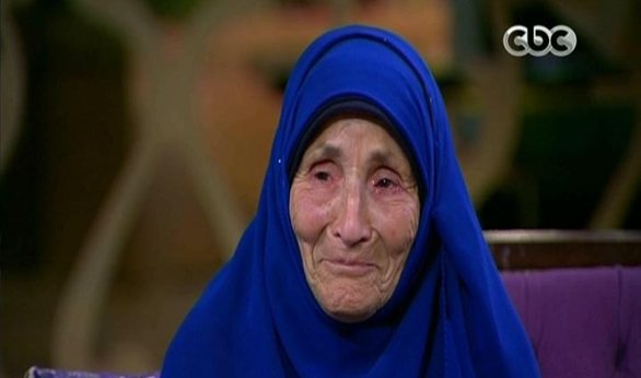 صورة بالفيديو .. «الحاجة عز» الطالبة بالصف الثالث الإعدادي تبكي على الهواء