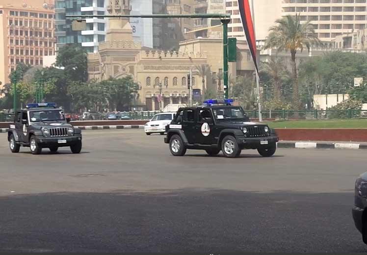 صورة سيارات الانتشار السريع تجوب ميدان التحرير ومنطقة وسط البلد