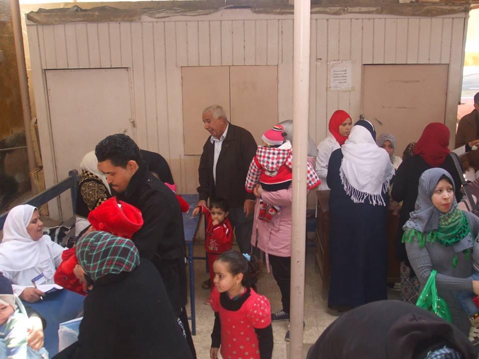 صورة بالصور..استمرار حملة التطعيم ضد شلل الأطفال لليوم الثالث بالشرقية