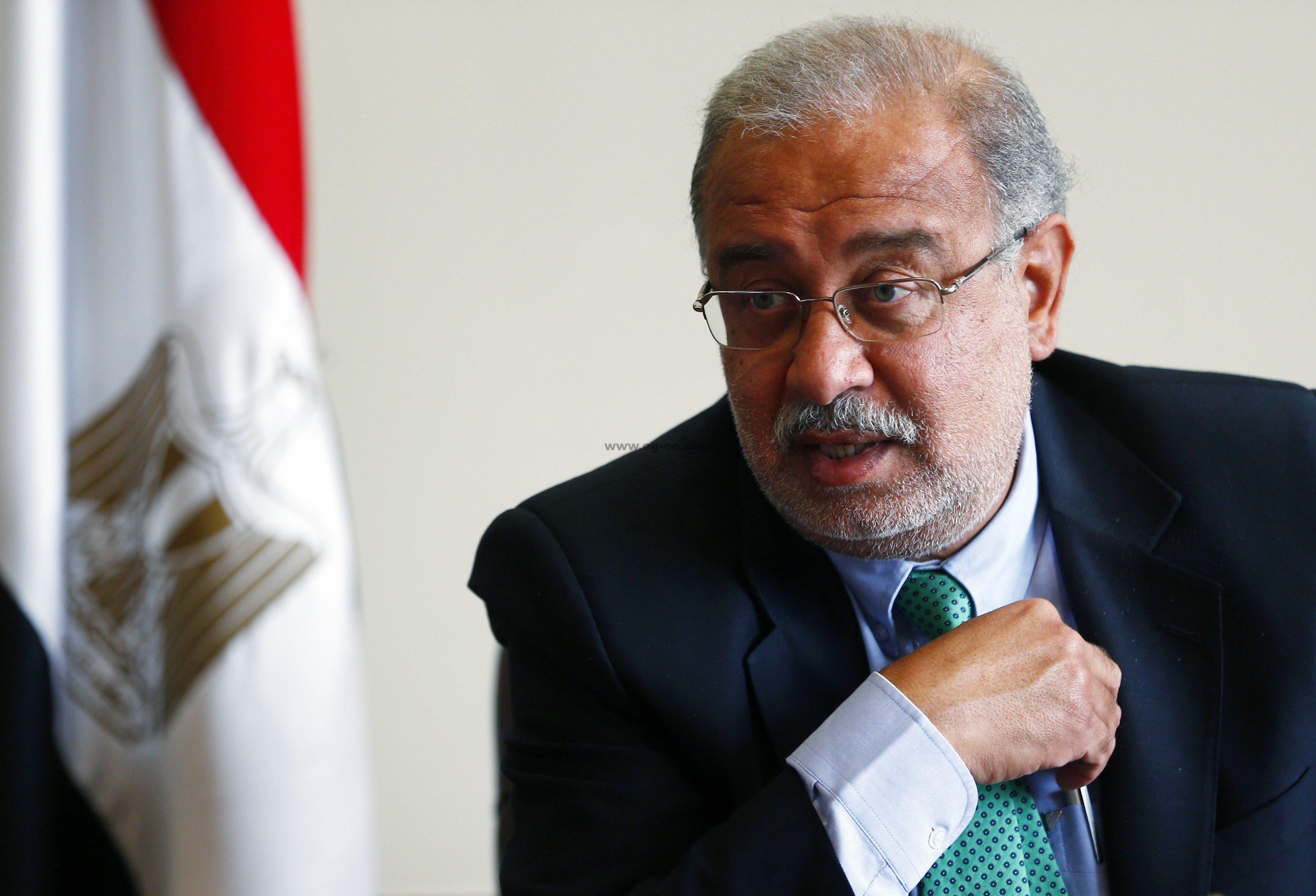 صورة رئيس الوزراء : لا مصلحة لنا إلا مصر والمواطن