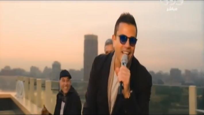 صورة بالفيديو .. عمرو دياب يغني لـ «القاهرة »ومحمد منير يفاجئه