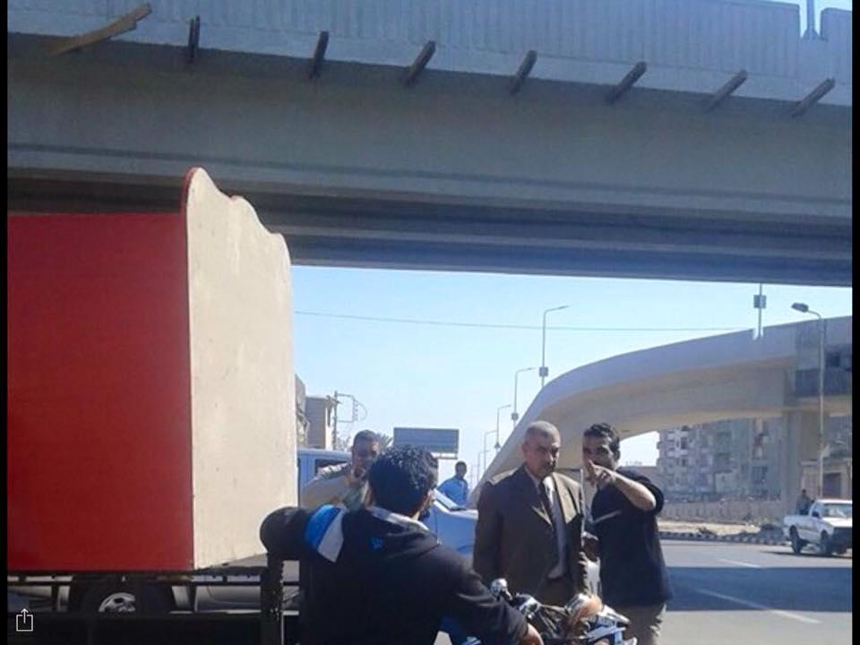 صورة رئيس مدينة الزقازيق يأمر بإزالة الأكشاك الموجودة أسفل كوبري الصدر