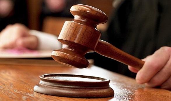 صورة التحفظ على قاض والتحقيق معه أثناء نظر قضية بيان رابعة