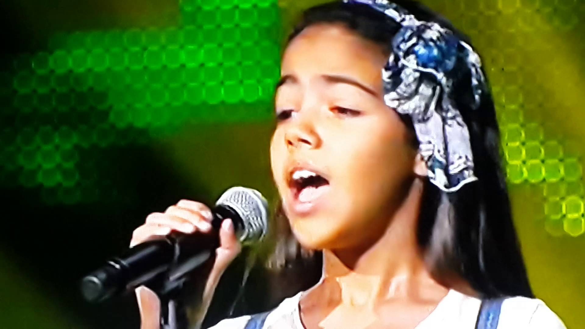 صورة نور قمر موهبة the voice kids ممنوعة من الغناء بأمر الحكومة في تونس