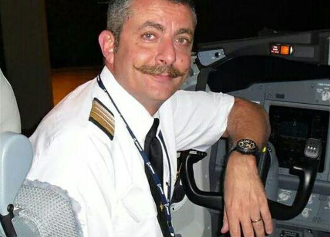 صورة نائب رئيس رابطة الطيارين: قائد رحلة قبرص تصرف «زي ما بيقول الكتاب»
