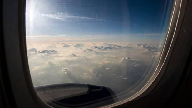 صورة قائد الطائرة المحررة: الخاطف طلب الهبوط في أي مطار أوروبي وإلا سيفجر الطائرة