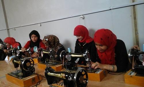 صورة القوى العاملة بالشرقية تنظم دورات تدريبية في مجال الخياطة والتفصيل