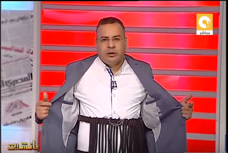 صورة بالفيديو..جابر القرموطي يرتدي حزام ناسف على الهواء