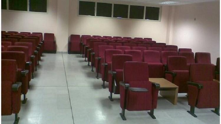صورة أستاذ يجبر طلابه على إجراء امتحان الثالثة فجرا