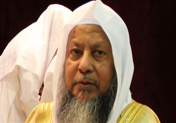 صورة بعد أداءه صلاة الفجر .. وفاة الشيخ محمد أيوب إمام الحرم النبوي