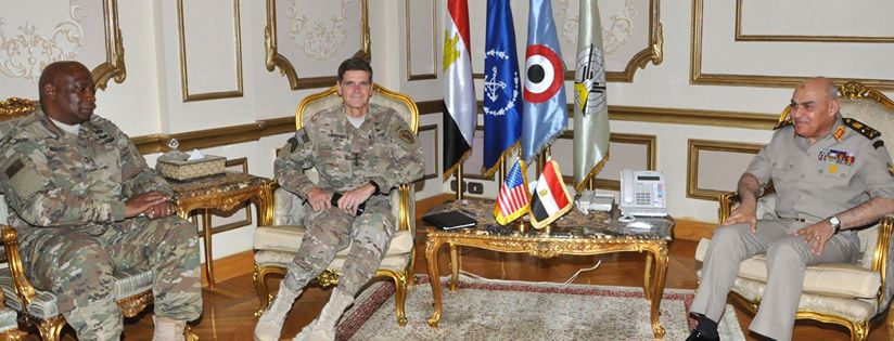 صورة القائد العام ورئيس الأركان يلتقيان قائد القيادة المركزية الأمريكية