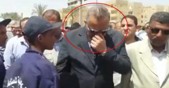 صورة أول رد فعل من محافظ الجيزة بعد واقعة وضع يده على أنفه أثناء مصافحته لعامل نظافة