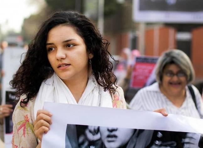 صورة «سناء سيف» تسلم نفسها للنيابة لتنفيذ حكم إهانة القضاء
