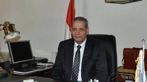 صورة وزير التعليم يجري اتصالا لتهنئة أوائل الدبلومات الفنية