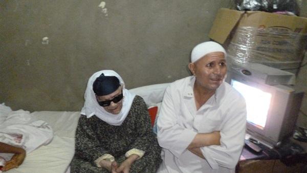 صورة نجل «الحاجة زينب» يفجر مفاجأة بشأن ظهور والده مع «مبارك»