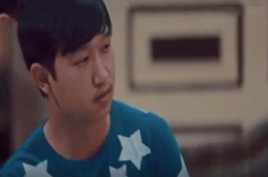 صورة بالفيديو..شاب صيني يقع ضحية حلقة اليوم من «ميني داعش»