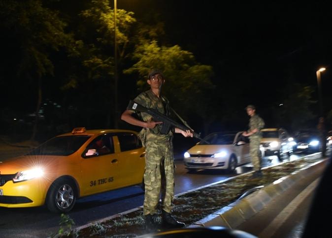 التركي يعلن إسقاط حكومة حزب العدالة والتنمية وفرض الأحكام العرفية