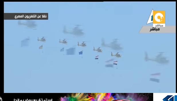 صورة طائرات الكلية الجوية تحمل علم مصر في سماء بلبيس