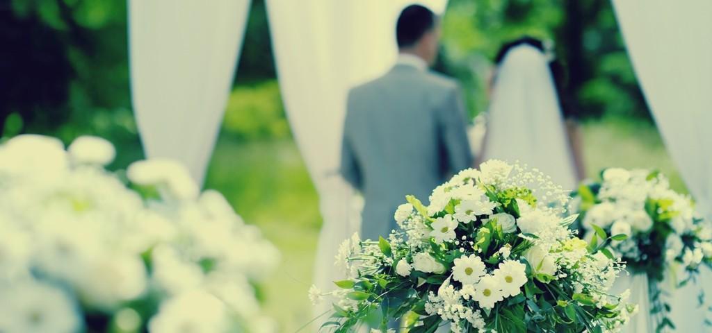 زوجان يحضران زفافهما دون مدعوين اعتذر الجميع عن الحضور
