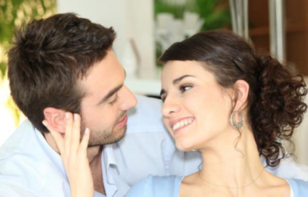 تجذبين زوجكِ للاهتمام بحديثكِ؟