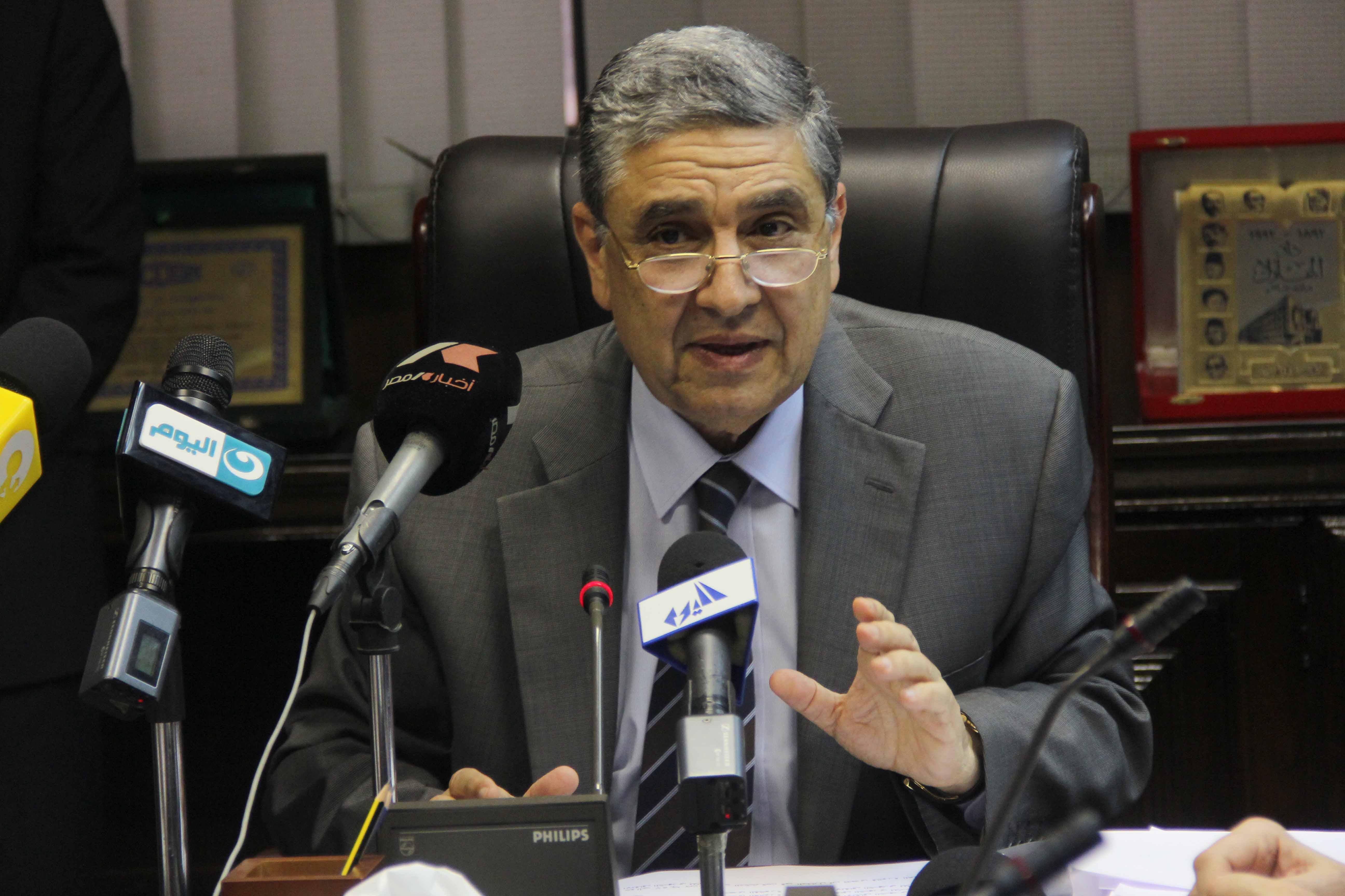 صورة وزير الكهرباء : الناس تشكو من أسعار الفواتير مهما زادت دخولهم