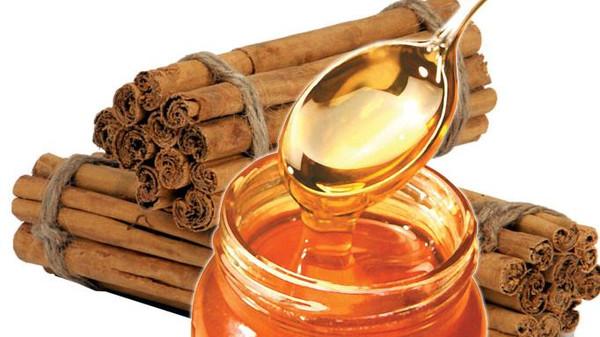 صورة عسل النحل والقرفة.. خليط سحري يعالج 7 مشاكل