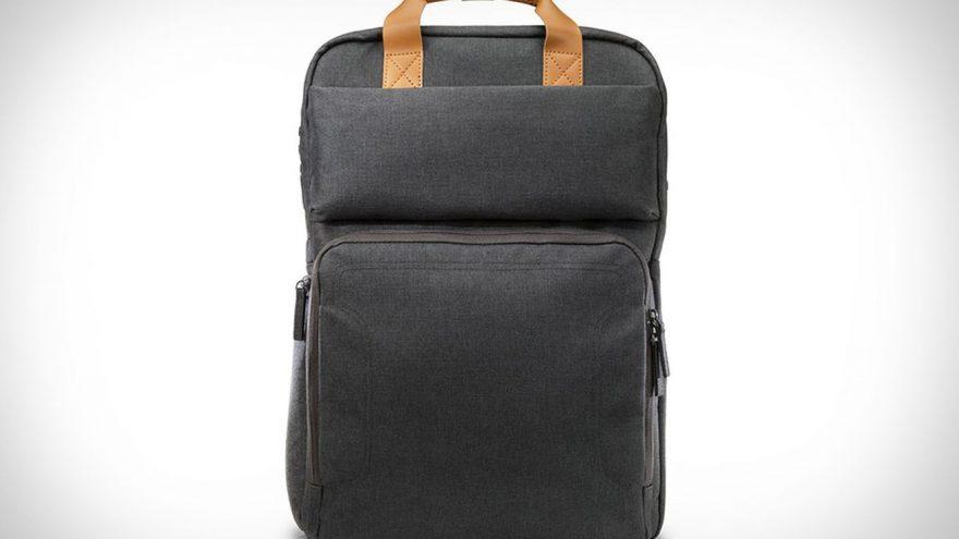 صورة إتش بي تعرض حقيبة الظهر Powerup Backpack لإعادة شحن الحاسب المحمول