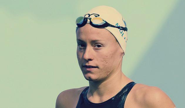 صورة سباحة فرنسية تحاول إغراق منافستها في الأولمبياد: حُرمت من الميدالية