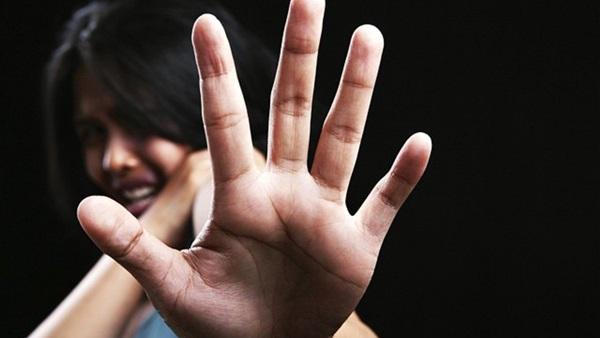 صورة عجوز يهتك عرض زوجته ويغتصب ابنتها بالوراق