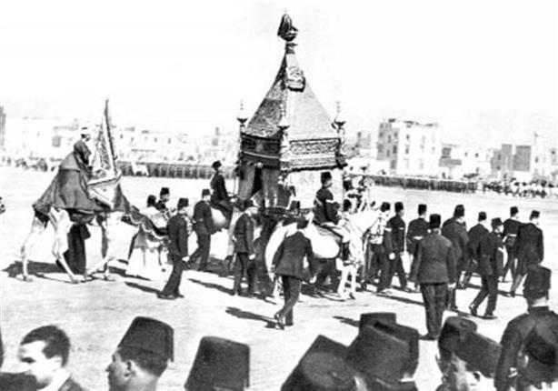 صورة فيديو نادر.. الملك فاروق الأول يودع المحمل الشريف 1938